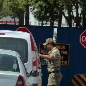 Şanlıurfa'da operasyon: 63 rütbeli gözaltında