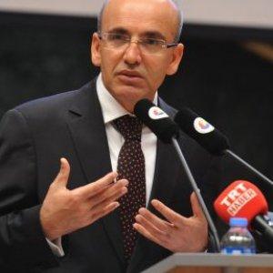Mehmet Şimşek'ten CNN  spikerine ayar !