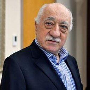 Gülen'e malikanesi önünde protesto
