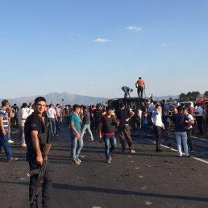 Bingöl'de çevik kuvvet aracına bombalı saldırı: 6 şehit