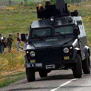 Askeri araç geçişi sırasında patlama !