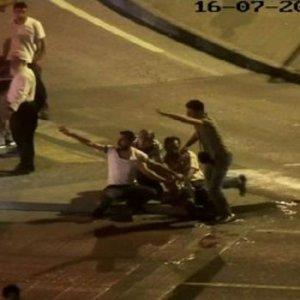 Darbeciler İBB önündeki vatandaşlara kurşun yağdırdı