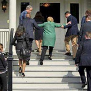 68 yaşındaki Clinton'un bu fotoğrafı ABD'yi böldü
