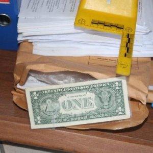 Odasında 1 dolar çıktı tutuklandı
