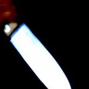 Gardıroptaki gençleri hırsız sanıp bıçakladı