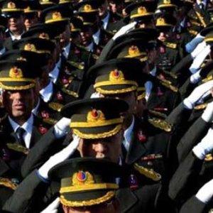 TSK'da teğmenlerin terfileri durduruluyor