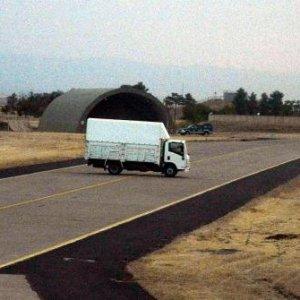 Diyarbakır'da uçak pistlerine kamyonlu önlem