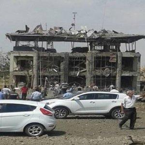 DİYARBAKIR'DA HAİN SALDIRI: POLİS MERKEZİ YERLE BİR OLDU