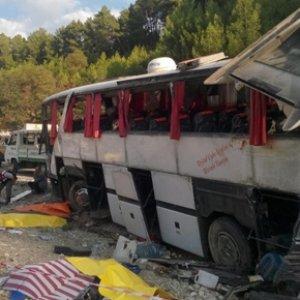 Kan gölüne döndü: 17 ölü 16 yaralı