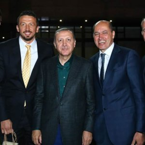 Hidayet Türkoğlu Kaşıbeyaz'la ortak oldu