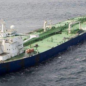 Korsanlar petrol tankerini kaçırdı