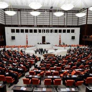 AK Parti'de rektör hareketliliği !
