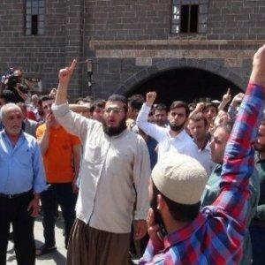 Diyarbakır'da cuma namazında linç girişimi