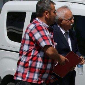 Gülen'in kasetlerini tuvalete atan profesöre gözaltı