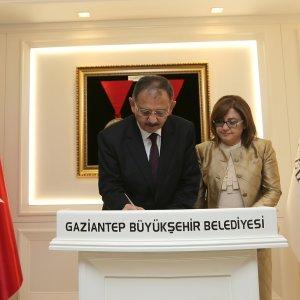 Çevre ve Şehircilik Bakanı Özhaseki'den Başkan Şahin'e ziyaret