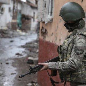 Ağrı'da çatışma çıktı: 3 asker yaralı