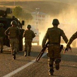 Hakkari'de PKK'lı teröristlerle sıcak çatışma