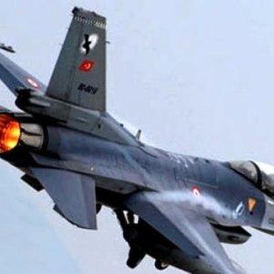 Türk savaş uçakları Suriye'de IŞİD'i vurdu