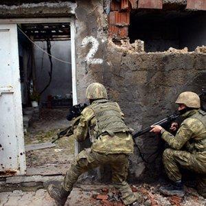 Son anda önlendi: 2 PKK'lı öldürüldü