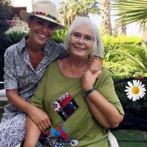 Gülben Ergen'in annesiyle pozu olay oldu