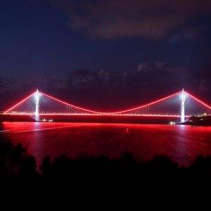 Yavuz Sultan Selim Köprüsü'nün ışıkları ilk kez yandı