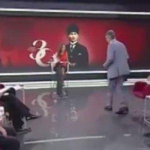 ''30 Ağustos gecesi Atatürk tartışılmaz'' deyip canlı yayını terk etti