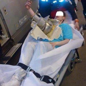 Akıllı telefonunu tuvalete düşürünce, hastanelik oldu !