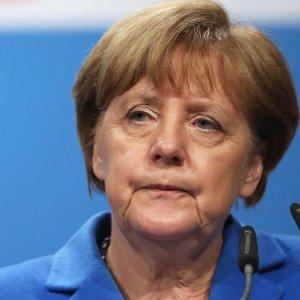 Merkel'den Türkiye'ye: Ermeni Soykırımı kararına saygı duyun