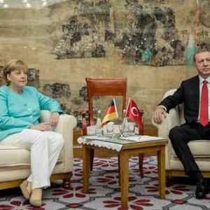 Alman basını: ''Merkel Erdoğan'ın önünde diz çöktü''