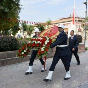 Danıştay'tan Atatürk anıtına çelenk koyma ilgili çarpıcı karar