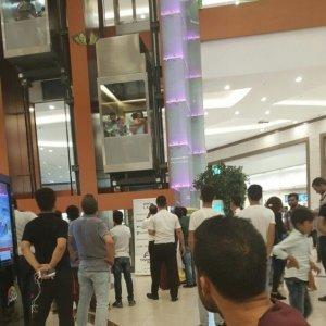 AVM'de asansörde mahsur kaldılar