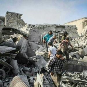 Savaş uçakları İdlib'i vurdu: 33 ölü