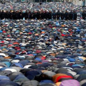 Rusya'da bayram namazı sokaklarda kılındı