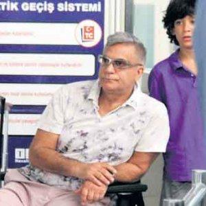 Mehmet Ali Erbil'e havalimanında şok !