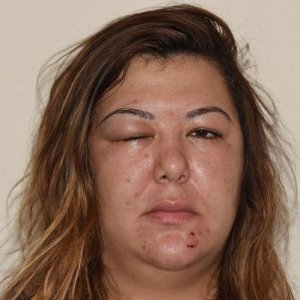 Sokakta bir kadın iki erkek tarafından dövüldü