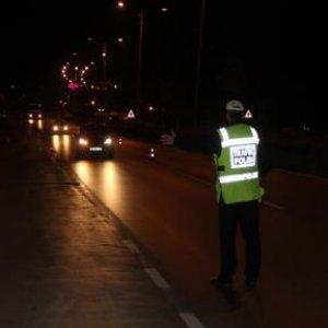 Ters şeride giren alkollü sürücü 2 kişiyi yaraladı