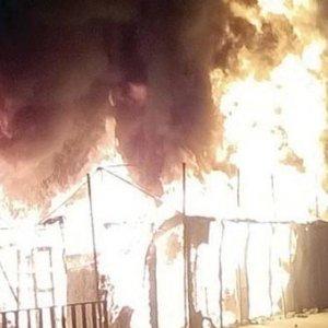 Mülteci kampı alev alev yandı
