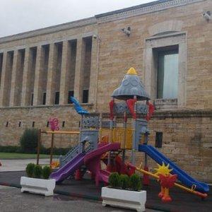 CHP'liler Anıtkabir'de tepki çeken parkın oyuncaklarını söktü