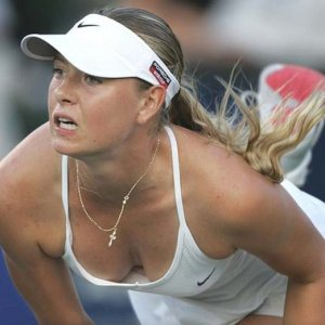 Maria Sharapova zirveden düştü