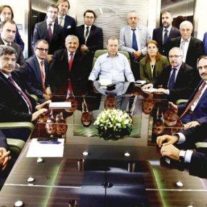 Erdoğan: FETÖ, Zarrab'ın hakim ve savcısını yedirip içirdi