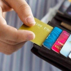 Kredi kartı olanlar dikkat ! Resmi Gazete'de yayımlandı