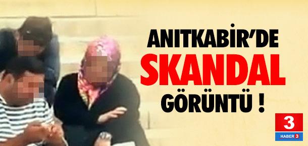 Anıtkabir'de skandal görüntü !