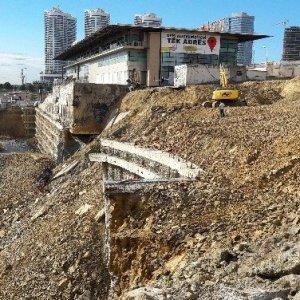 İstanbul'da dev istinat duvarı çöktü