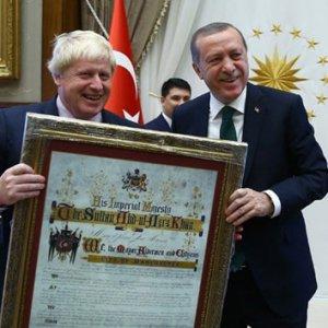 Cumhurbaşkanı Erdoğan'dan İngiltere Dışişleri Bakanı Johnson'a sürpriz hediye