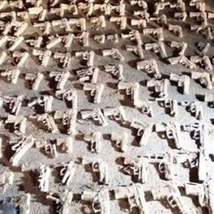 Üsküdar'da çok sayıda tabanca bulundu !