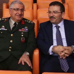 Jandarma Genel Komutanı ayrı oturdu