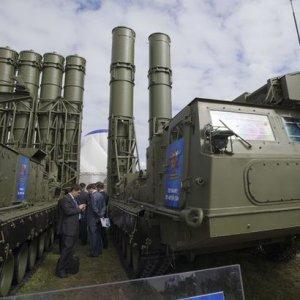 Rusya S-300 füzelerini yolladı
