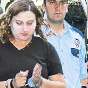 Radyocuların kabusu olan kadın yine serbest