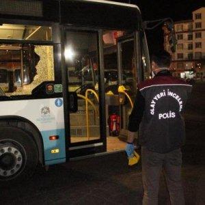 Belediye otobüsü şoförünü baba oğul dövüp bıçakladı