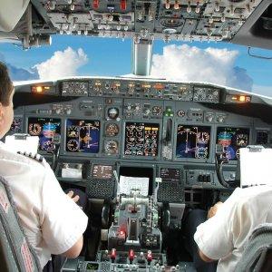 Pilottan kuleye: Çocuk çok ağlıyor, bizi direkt rotadan uçurun